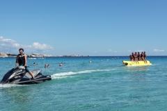 bananone nove posti trainato dalla nostra moto d'acqua sulle spiagge della marmorata